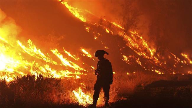 Australian Firefighters Help U.S.